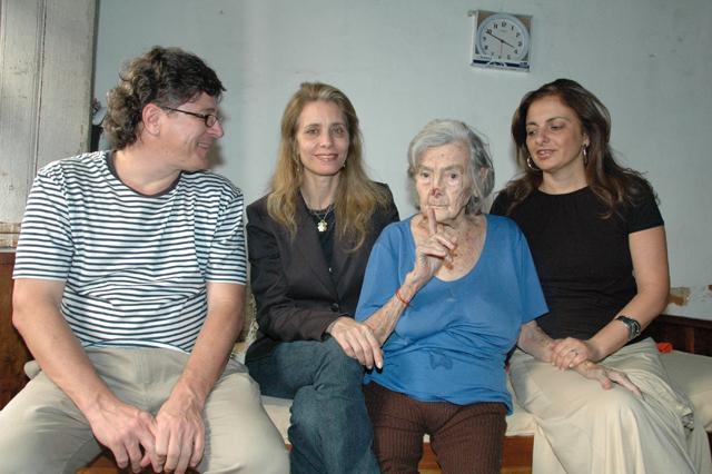 Os jornalistas Luiz Molinar e Evacira Coraspe e a historiadora Luciana Maluf com Lucilia
